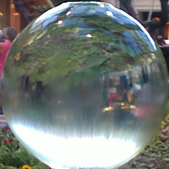 Glass-Orb-Fountain-Atrium-Bellagio-Las-Vegas_4713106513_l-e1546039994130.jpg